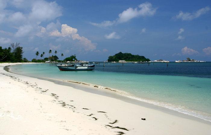 Berlibur Di Pantai Tanjung Kelayang